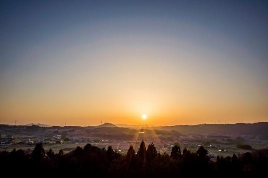 農村風景の夕焼け